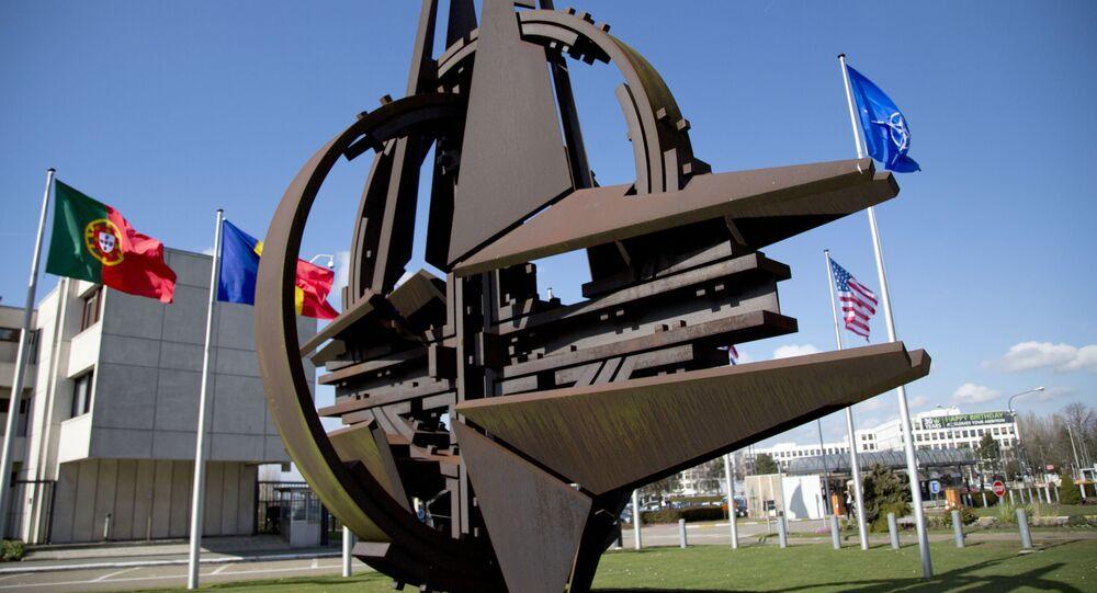Rzeźba w pobliżu siedziby NATO w Brukseli