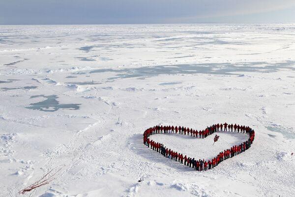 Turyści na geograficznym biegunie północnym - Sputnik Polska