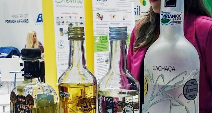 Alkoholowy poczęstunek na stoisku Brazylii
