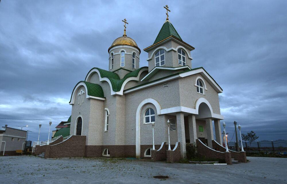 Cerkiew Trójcy Ożywiającej we wsi Południowy Kurylsk (Kunaszir).