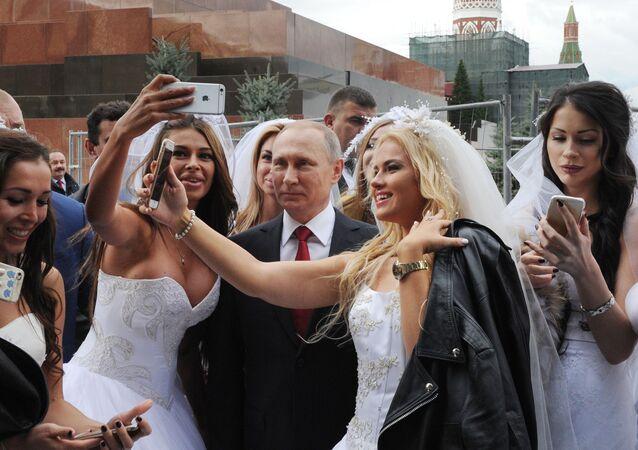 Prezydent Rosji Władimir Putin na uroczystej ceremonii otwarcia Dnia Miasta na Placu Czerwonym w Moskwie.