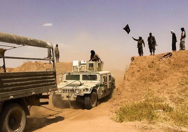 Bojownicy ISIS na granicy Syrii i Iraku