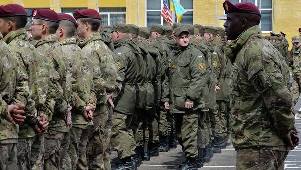 Amerykańscy i ukraińscy żołnierze - Sputnik Polska