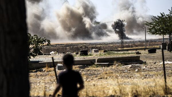 Ostrzał terytorium w pobliżu miasta Dżarabulus (Syria) przez tureckie wojsko - Sputnik Polska