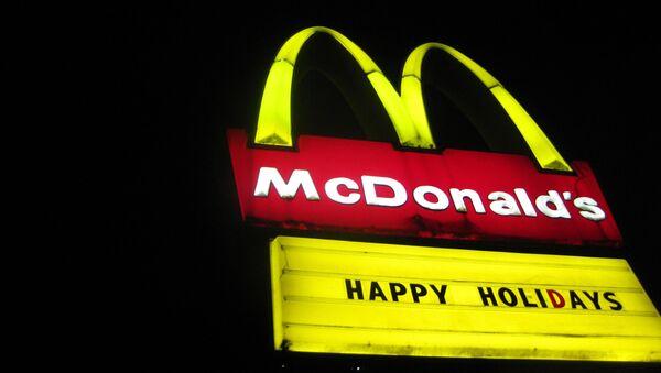 Logo sieci fast-foodów McDonalds - Sputnik Polska