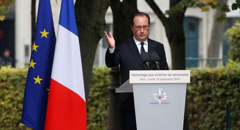 Prezydent Francji Francois Hollande wygłasza przemówienie w Paryżu