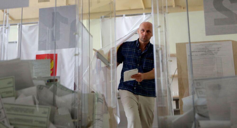 W jednym z lokali wyborczych w Symferopolu podczas głosowania