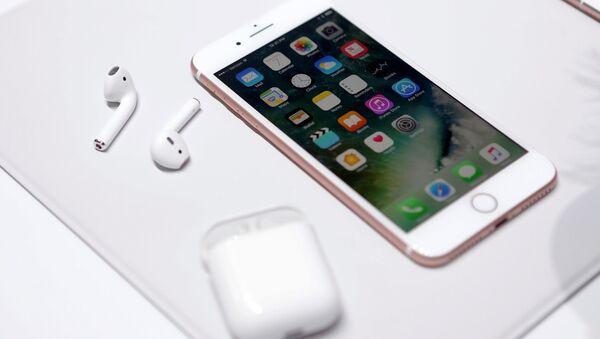 Nowy iPhone 7 i bezprzewodowe słuchawki AirPods - Sputnik Polska