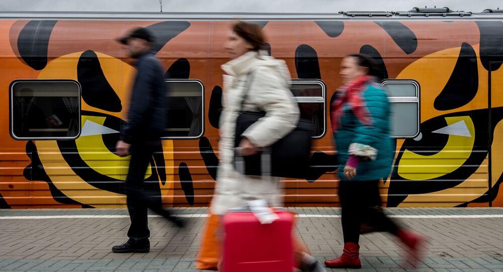 Pasażerowie z walizkami