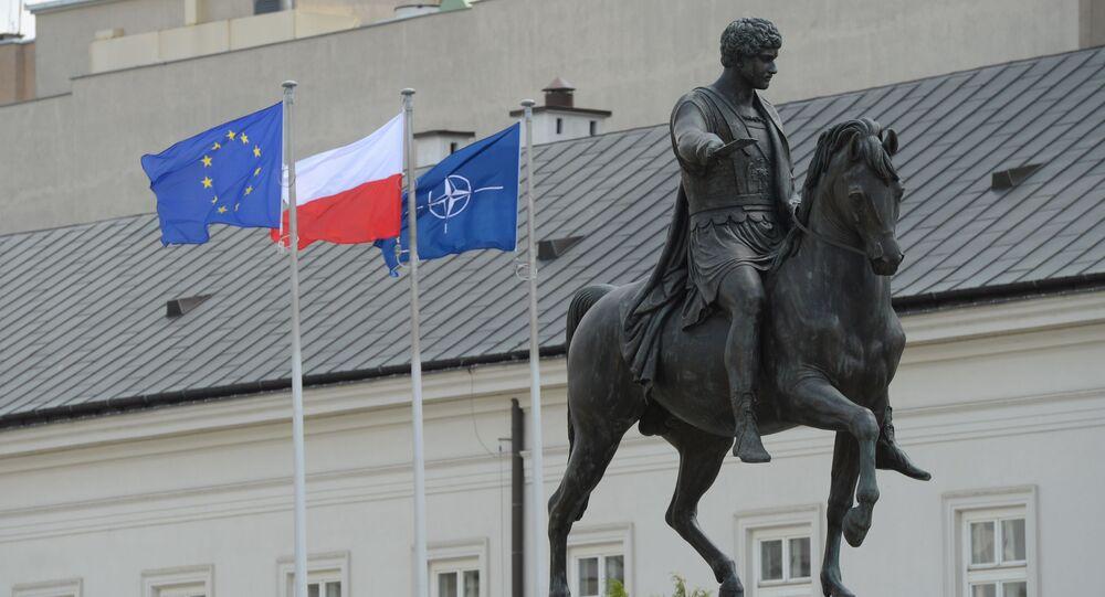 Pomnik Józefa Poniatowskiego przed rezydencją prezydenta Polski w Warszawie
