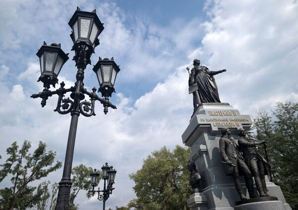 Pomnik rosyjskiej cesarzowej Katarzyny II zainstalowana w Symferopolu - Sputnik Polska