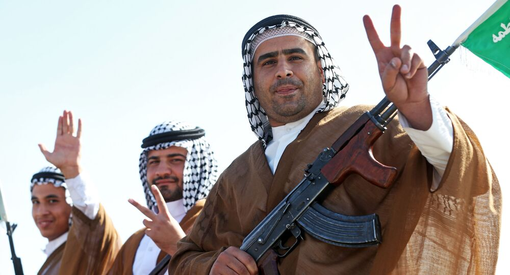 Irańscy Arabowie, członkowie irańskiej ochotniczej policji paramilitarnej na paradzie w Teheranie