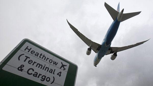 Samolot lądujący na lotnisku Heathrow - Sputnik Polska