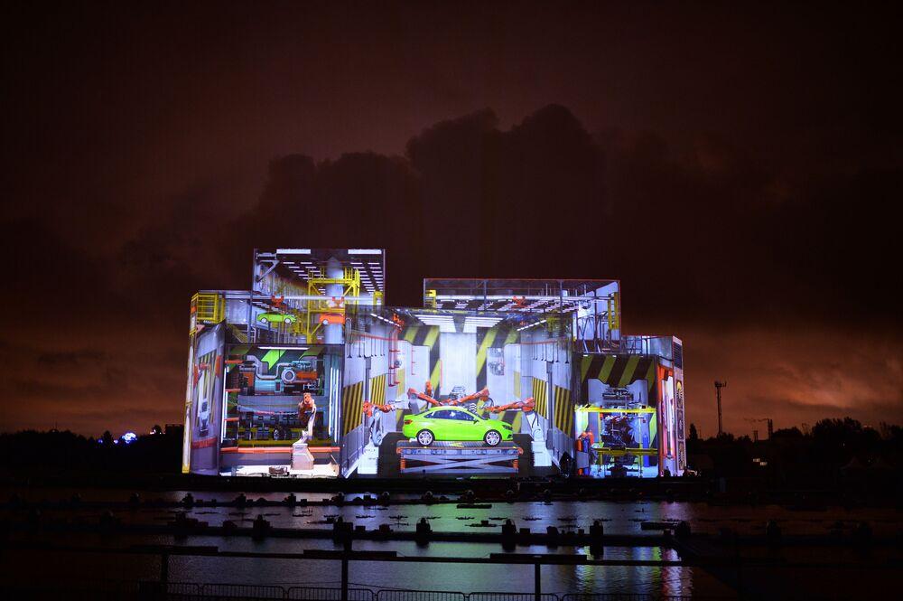 Próba multimedialnego show w ramach festiwalu Krąg światła 2016 na terenie Moskwiewskiego Uniwersytetu Państwowego im. M.W. Łomonosowa