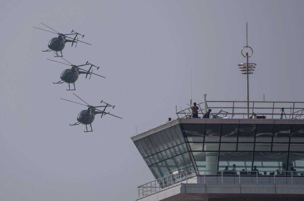 """Hughes MD-500 podczas pokazów lotniczych """"Festiwal Lotniczy Przyjaźni Narodów"""" w Korei Północnej"""