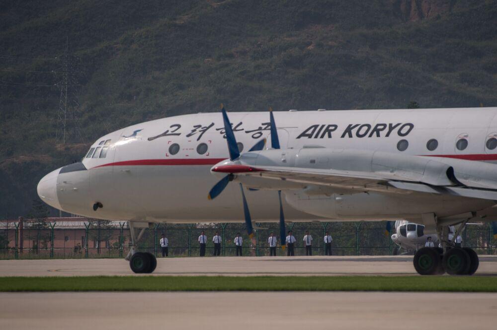 """Il-18 podczas pokazów lotniczych """"Festiwal Lotniczy Przyjaźni Narodów"""" w Korei Północnej"""