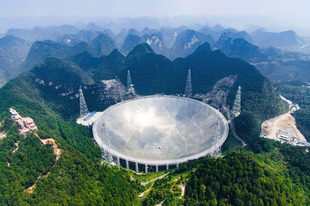Radioteleskop FAST w Chinach
