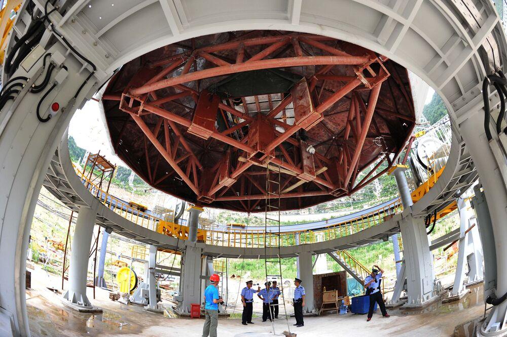 Budowa teleskopu FAST, zdjęcie z lipca 2015 roku
