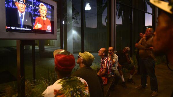 Transmisja pierwszej debaty pomiędzy kandydatami na urząd prezydenta USA Donalda Trumpa i Hillary Clinton - Sputnik Polska