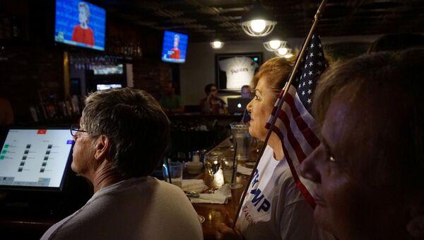 Transmisja debaty kandydatów na prezydenta USA Donalda Trumpa i Hillary Clinton - Sputnik Polska