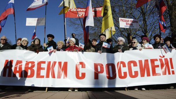 Mieszkańcy Symferopolu na uroczystościach z okazji drugiej rocznicy powrotu Krymu do Rosji - Sputnik Polska