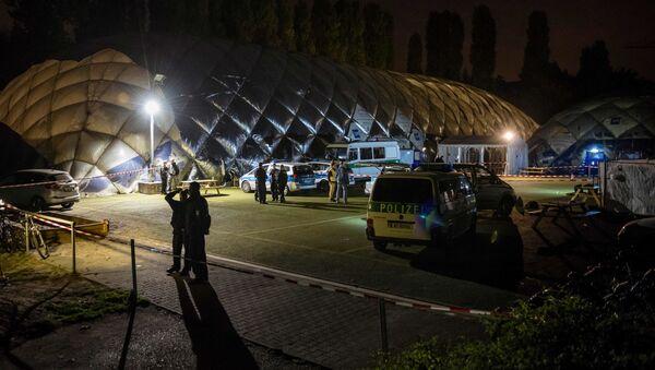 Policja w pobliżu schroniska dla migrantów w berlińskiej dzielnicy Moabit, gdzie policja zastrzeliła 29-letniego imigranta - Sputnik Polska