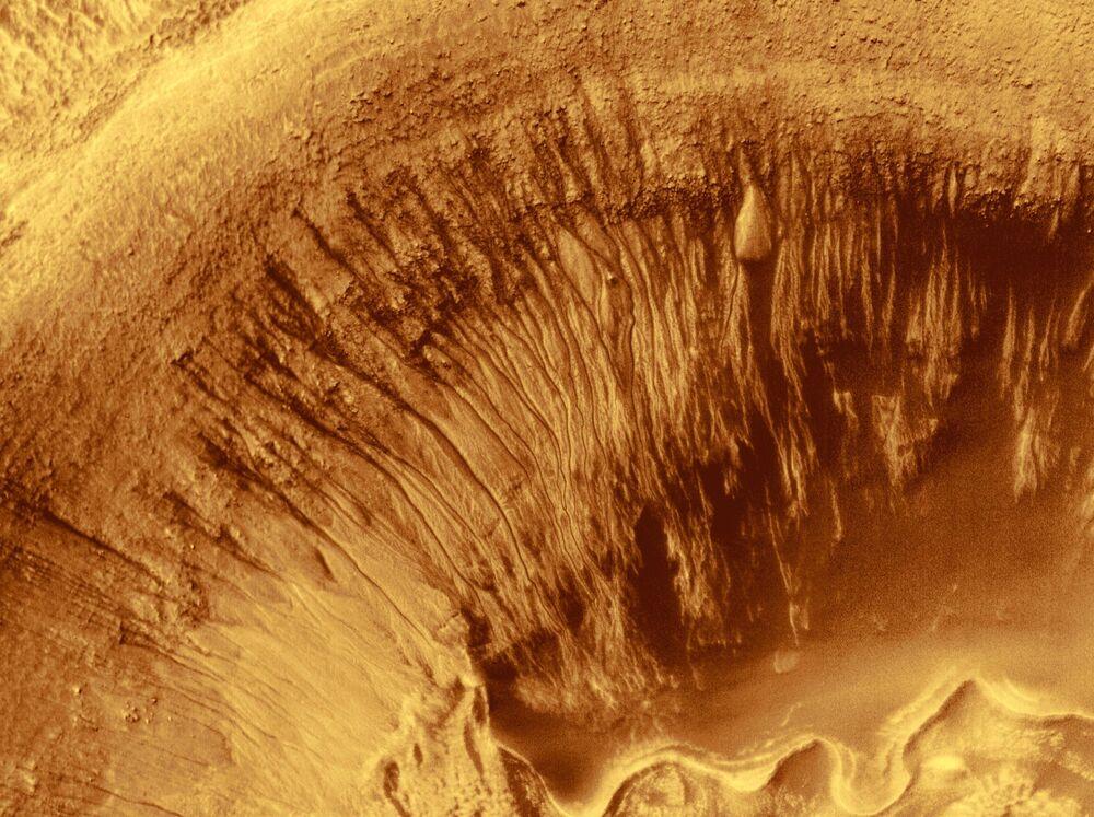 Krater Newtona na Marsie