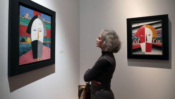 Prace Kazimierza Malewicza w Muzeum Rosyjskim w Petersburgu - Sputnik Polska