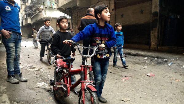 Dzieci w Nubel, na północy Aleppo - Sputnik Polska