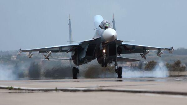 Rosyjski Su-30 w bazie Hmeimim w Syrii - Sputnik Polska