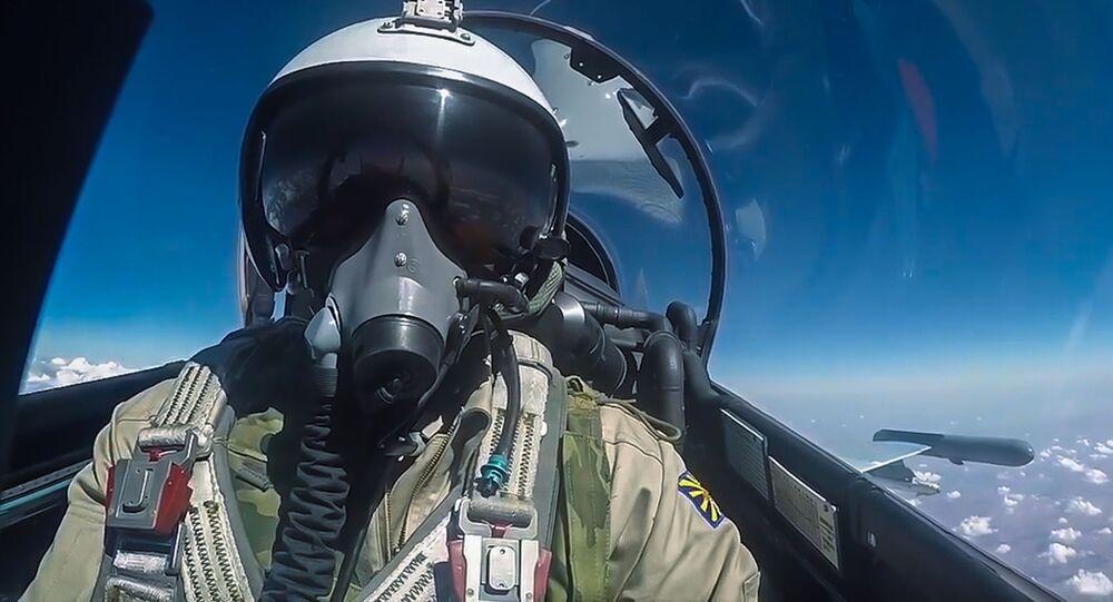 Pilot Rosyjskich Sił Powietrzno-Kosmicznych podczas wylotu na misję wojskową w Syrii.