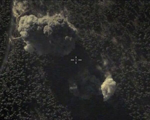 Samoloty Rosyjskich Sił Powietrzno-Kosmicznych dokonały punktowego uderzenia w miejsce, gdzie Państwo Islamskie przechowywało swój sprzęt wojskowy (w rejonie obszaru zabudowanego Ildib). Jakość wykonania misji - pełen sukces. - Sputnik Polska