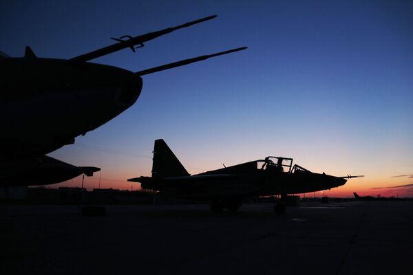 Szturmowce Su-25 powracające z Syrii, okolice bazy lotniczej w Primorsko-Achtarsku. - Sputnik Polska