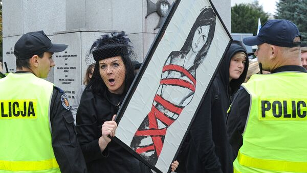 Kobieta na demonstracji nawołującej do przeprowadzenia referendum w sprawie aborcji - Sputnik Polska