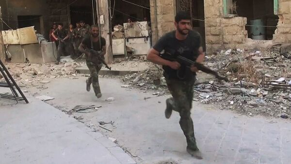 Bojownicy armii syryjskiej w ofensywie na pozycje bojowników Dżabhat an-Nusry we wschodniej dzielnicy Aleppo - Sputnik Polska