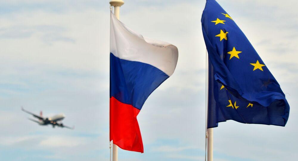 Flagi Rosji i UE w Nicei