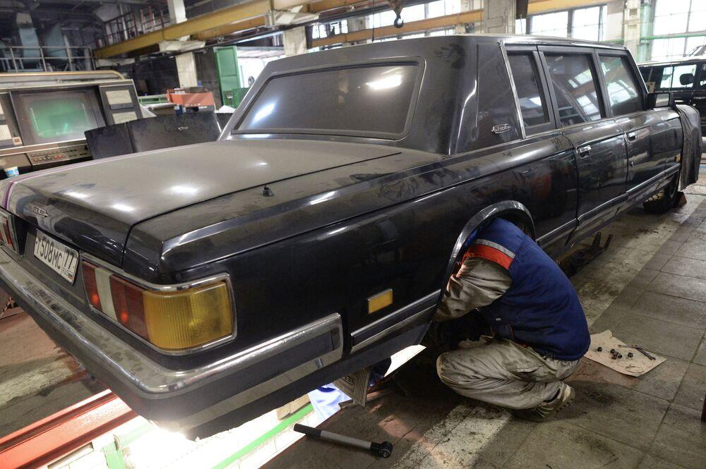 Warsztat konserwacji zabytkowych luksusowych samochodów w AMO ZiŁ