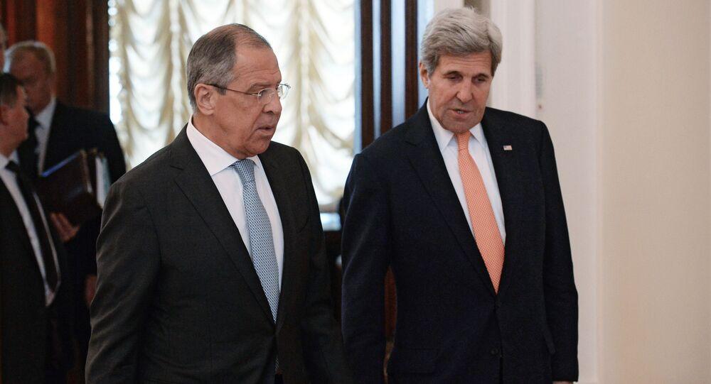 Minister spraw zagranicznych Rosji Siergiej Ławrow i sekretarz stanu USA John Kerry