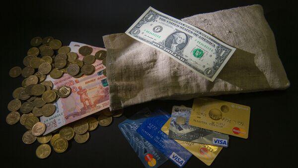 Ruble i dolary, monety, banknoty i karty płatnicze - Sputnik Polska