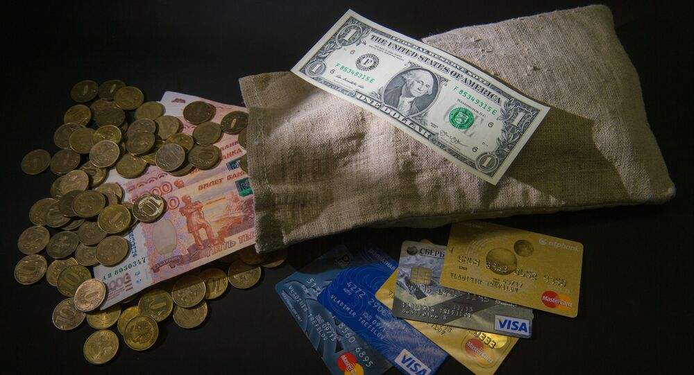 Ruble i dolary, monety, banknoty i karty płatnicze