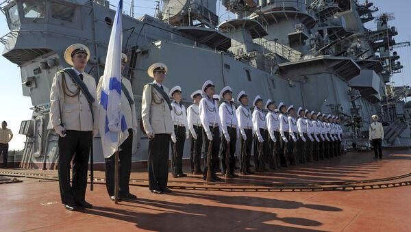 Marynarze atomowego krążownika Piotr Wielki na ceremonii powitania oficjalnej delegacji w syryjskim porcie Tartus - Sputnik Polska