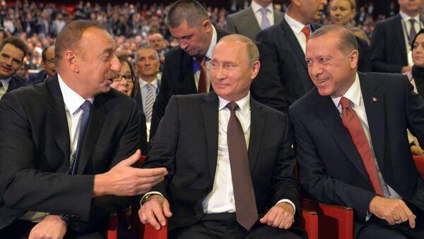 Prezydent Rosji Wadimir Putin, prezydent Azerbejdanu Ilham Aliew i prezydent Turcji Recep Tayyip Erdoğan - Sputnik Polska