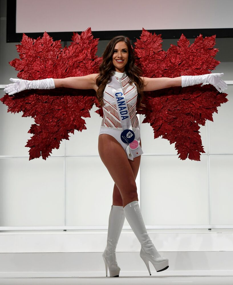 Miss Kanady Amber Bernachi podczas konkursu Miss International Beauty Pageant 2016 w Tokio