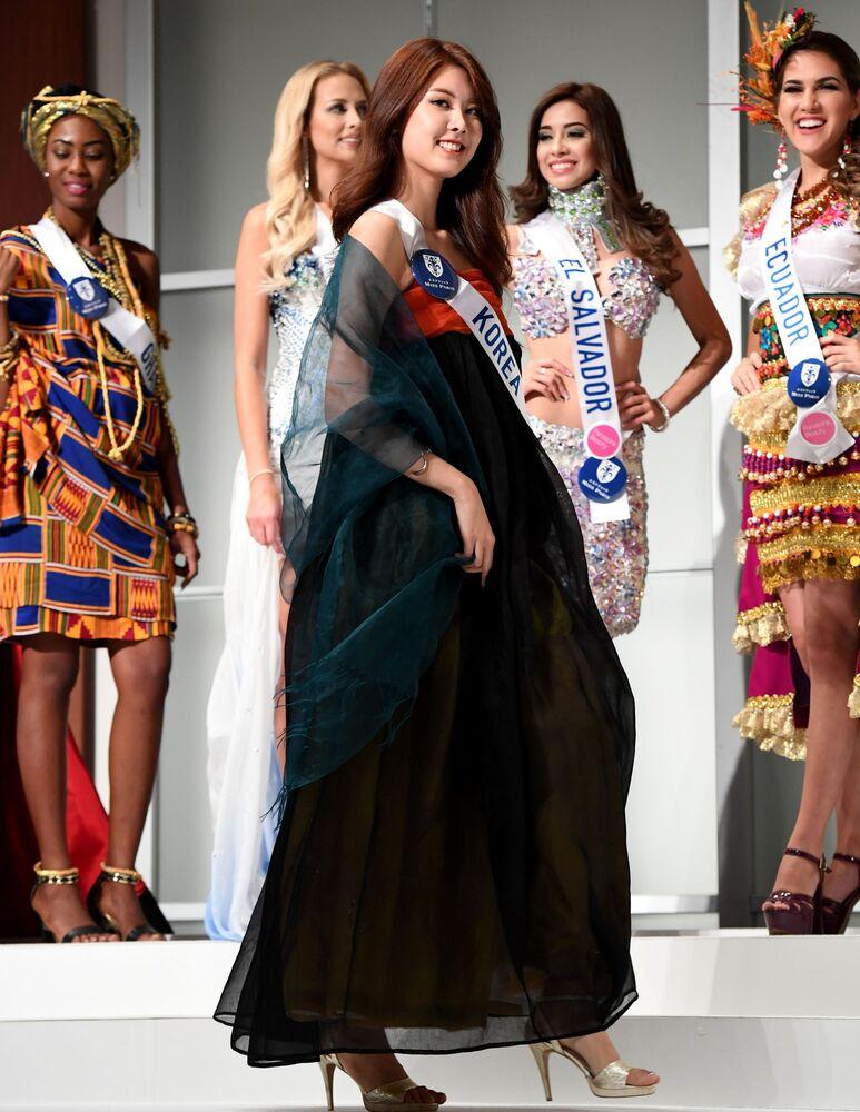 Miss Korei Kim Min-Jeong podczas konkursu Miss International Beauty Pageant 2016 w Tokio