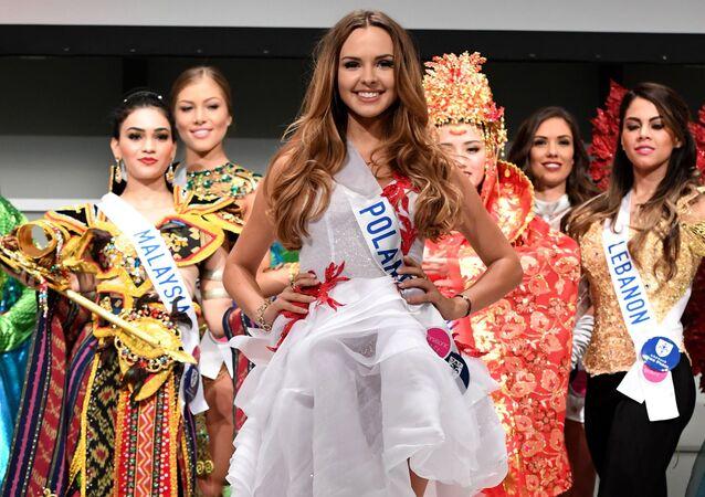Miss Polski Magdalena Bieńkowska podczas konkursu Miss International Beauty Pageant 2016 w Tokio
