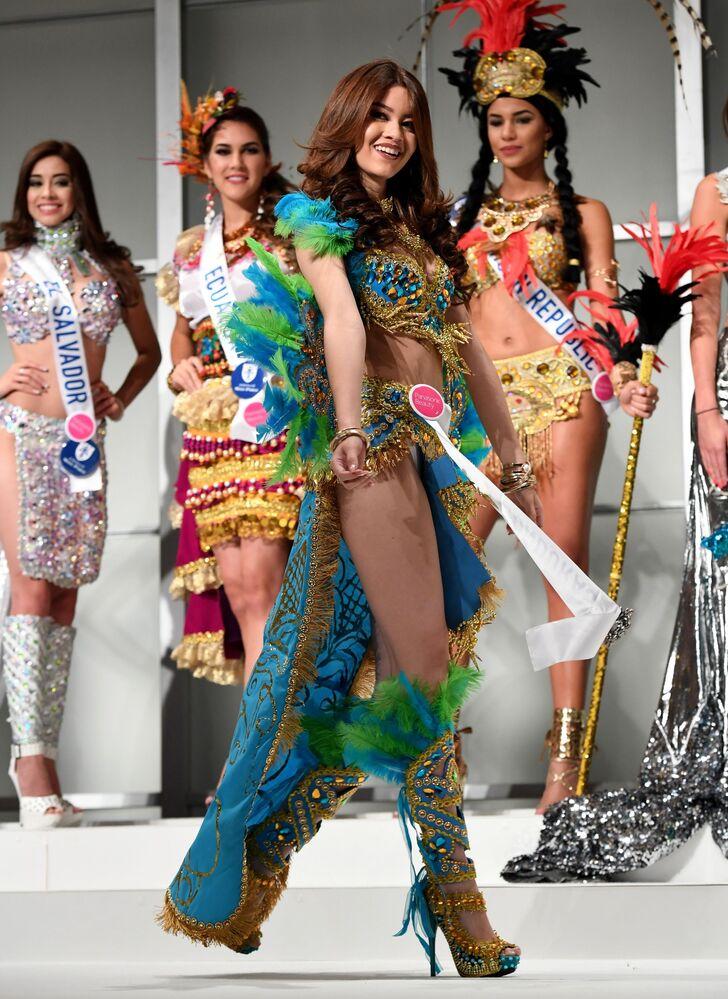 Miss Hondurasu Andrea Nicolle Salinas Godoy podczas konkursu Miss International Beauty Pageant 2016 w Tokio