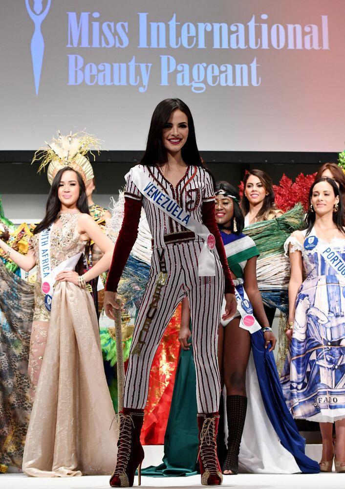 Miss Wenezueli podczas konkursu Miss International Beauty Pageant 2016 w Tokio