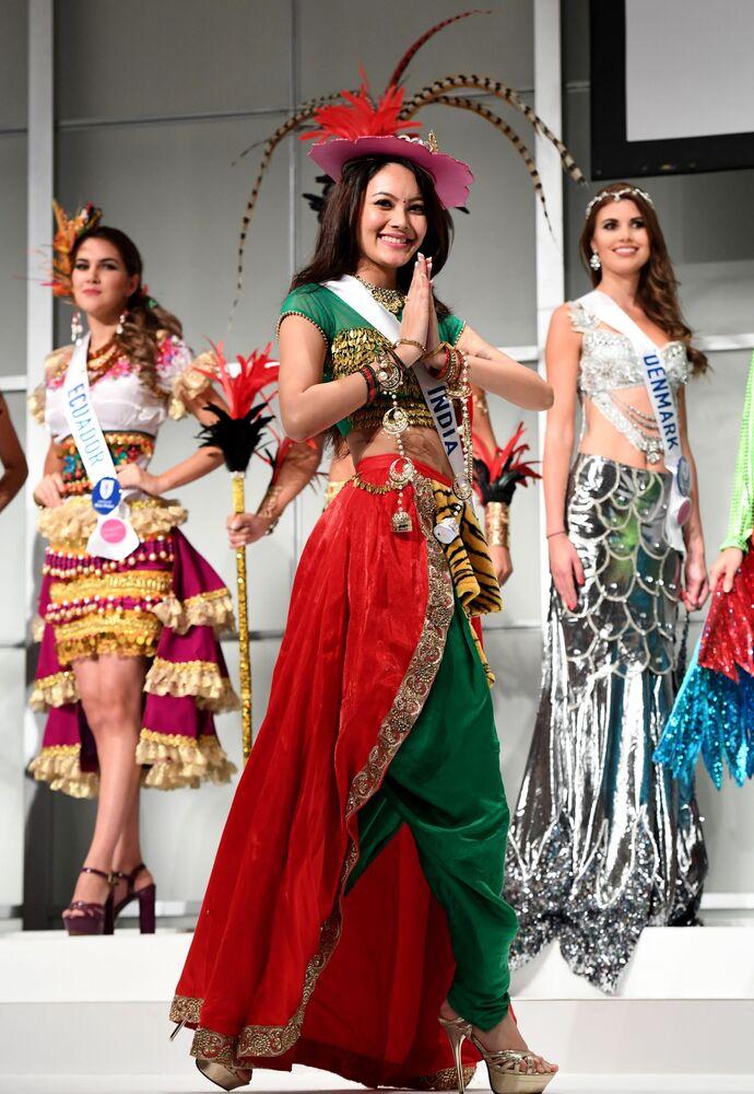 Miss Indii podczas konkursu Miss International Beauty Pageant 2016 w Tokio