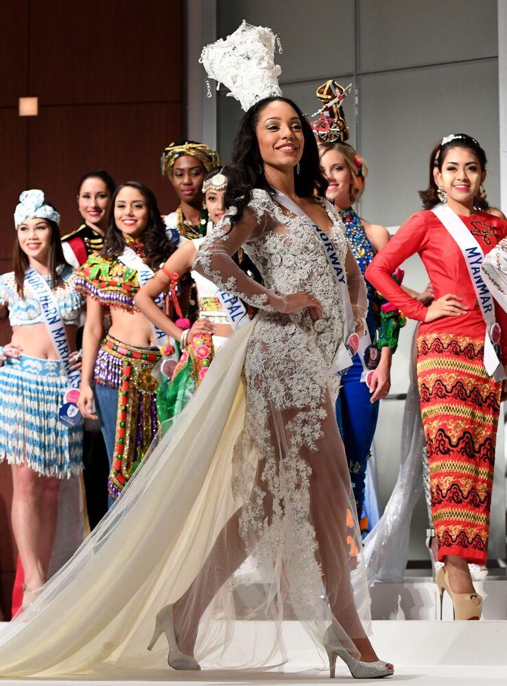 Miss Norwegii podczas konkursu Miss International Beauty Pageant 2016 w Tokio
