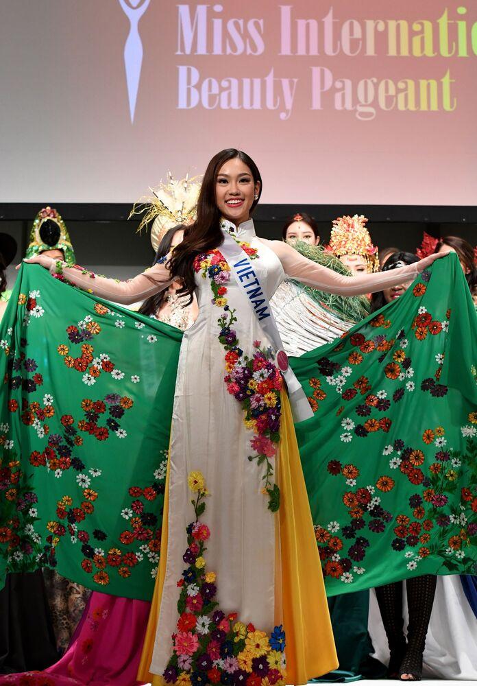 Miss Wietnamu podczas konkursu Miss International Beauty Pageant 2016 w Tokio